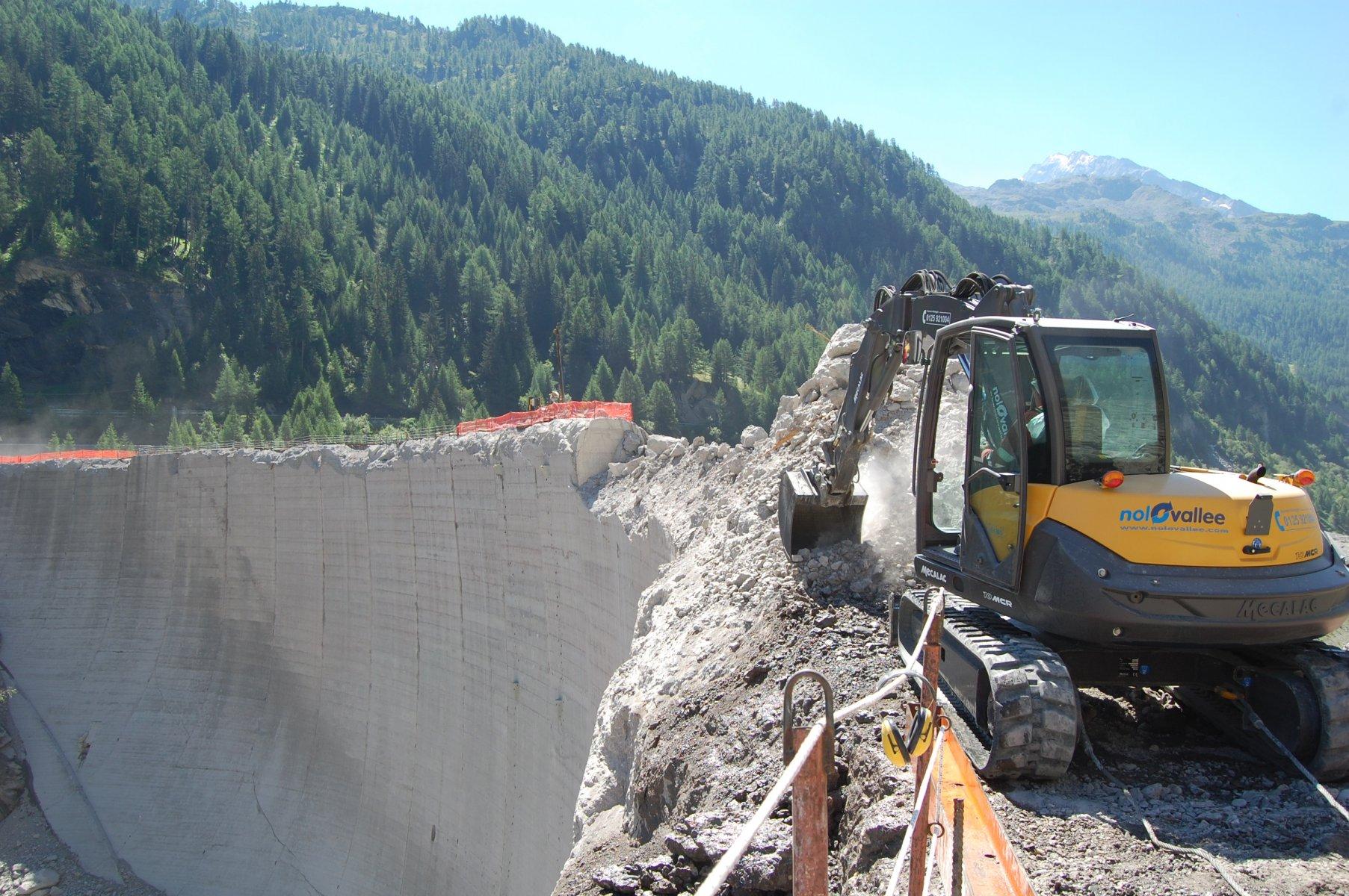 Mécalac Ahlmann 1394724890_mecalac-excavator-10MCR-04